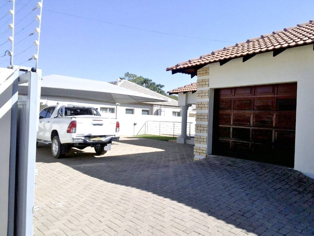 3 Bed House With Pool For Rent Block 8 Gaborone