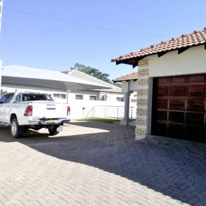 3 Bed House with Pool for Rent. Block 8, Gaborone.